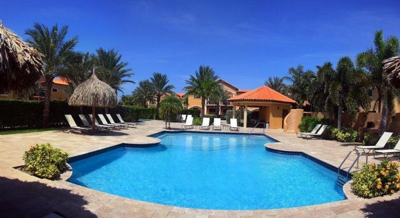 Comunidad increíble piscina y sala de estar 2 minutos a pie!