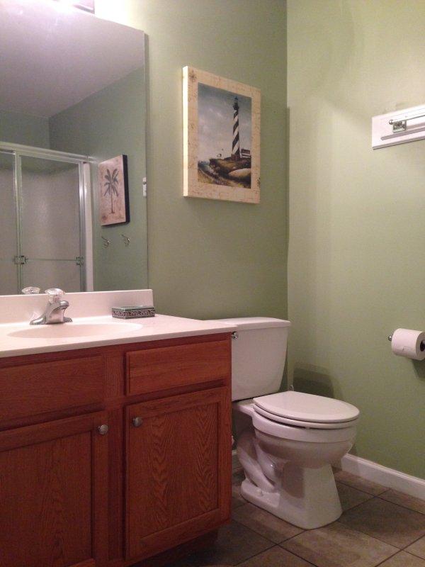 1er étage salle de bain complète avec douche de