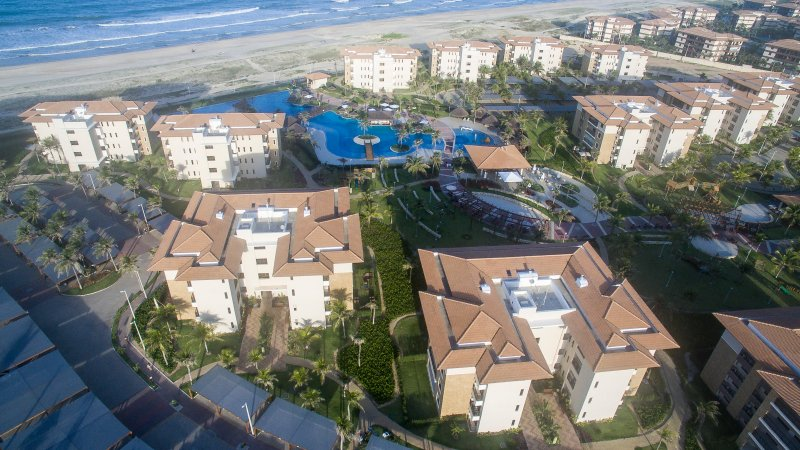 Full leisure and entertainment structure with wet bar, restaurants, tennis courts, jacuzzi
