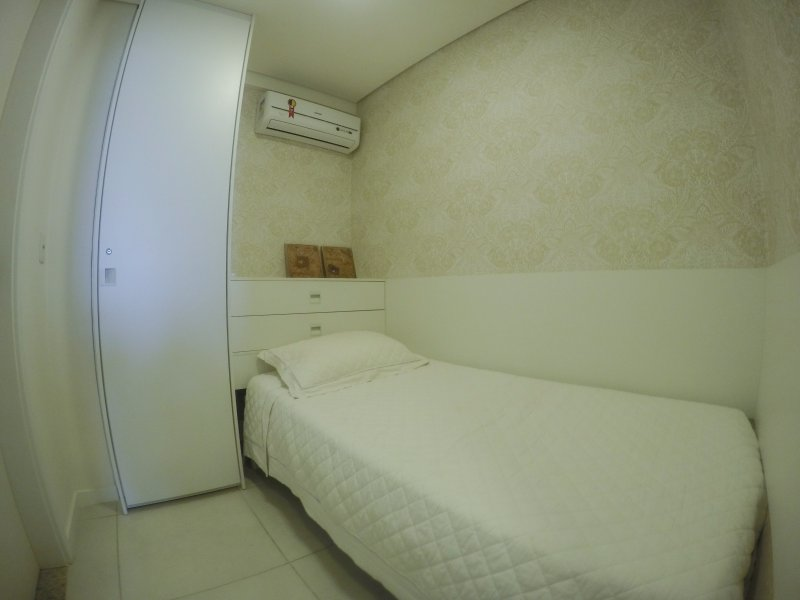 Another suite with a single bed