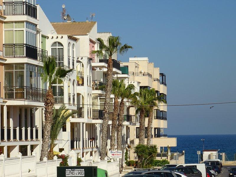 Apartamento pequeño Mar Azul Torrevieja junto al mar, vacation rental in Torrevieja
