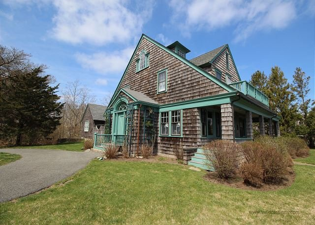 CHARMING,WATERFRONT VINEYARD CLASSIC w/COVERED PORCH, alquiler vacacional en Vineyard Haven
