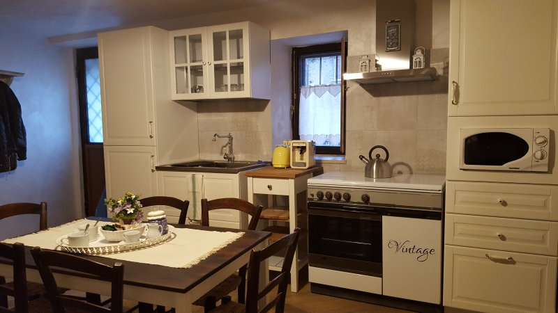 kitchen living room equipped with a refrigerator, dishwasher, stove, MW, coffe 'machine
