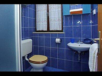 A2 (2): salle de bain avec toilette