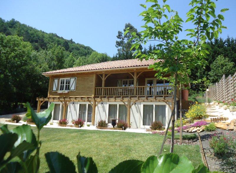 B&B Le Papillon magique met prachtig uitzicht op de Pyreneeën, holiday rental in Saint-Ferriol
