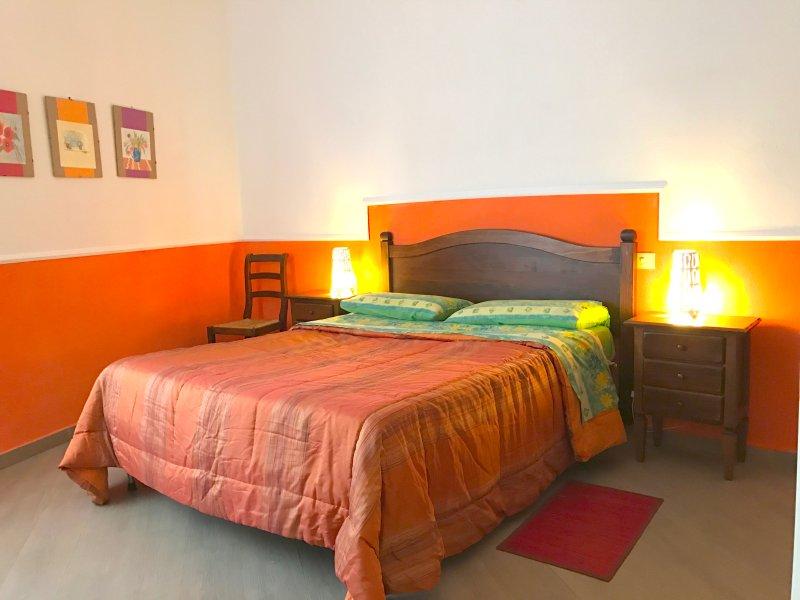 VACANZA IN BILOCALE CENTRALISSIMO ISCHIA PORTO, holiday rental in Cretaio