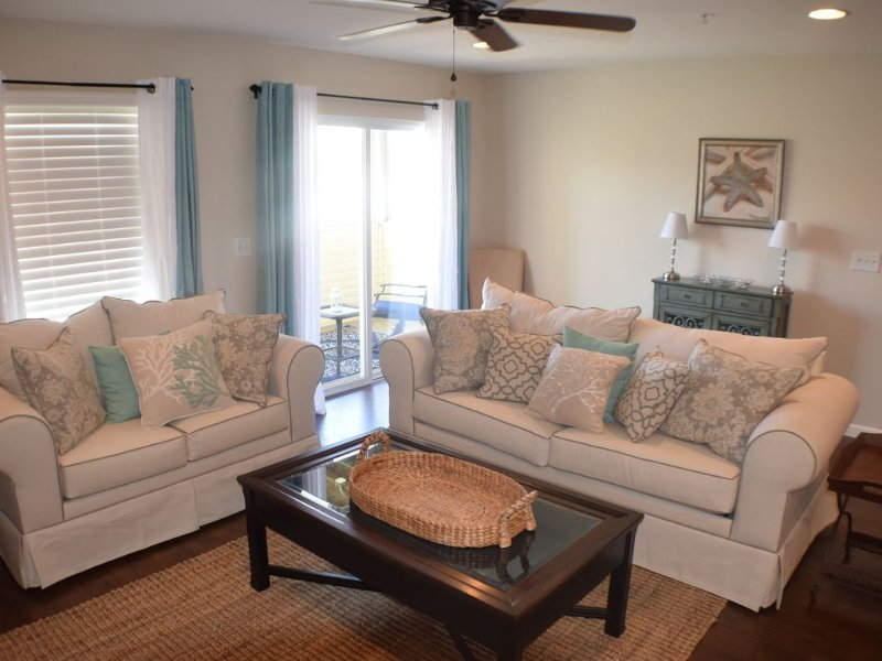 3 Bedroom Rehoboth Condo, Close to everything with Linens Included, location de vacances à Rehoboth Beach