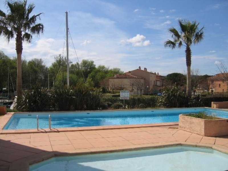 Nice apt with shared pool & terrace, vacation rental in Cogolin