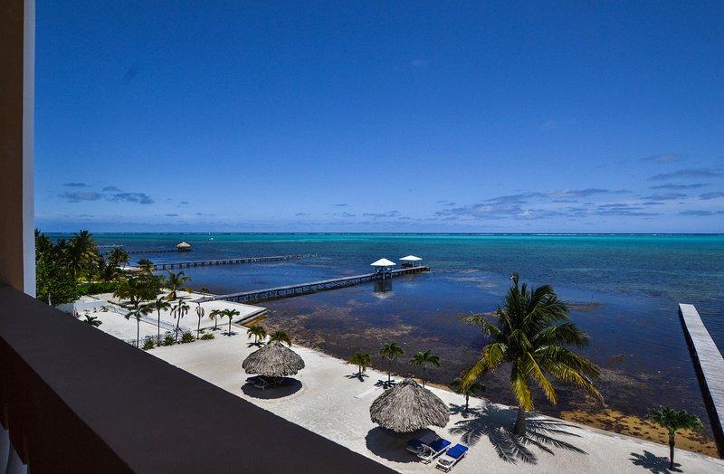 Espectaculares vistas frente al mar desde el balcón cuarto piso!