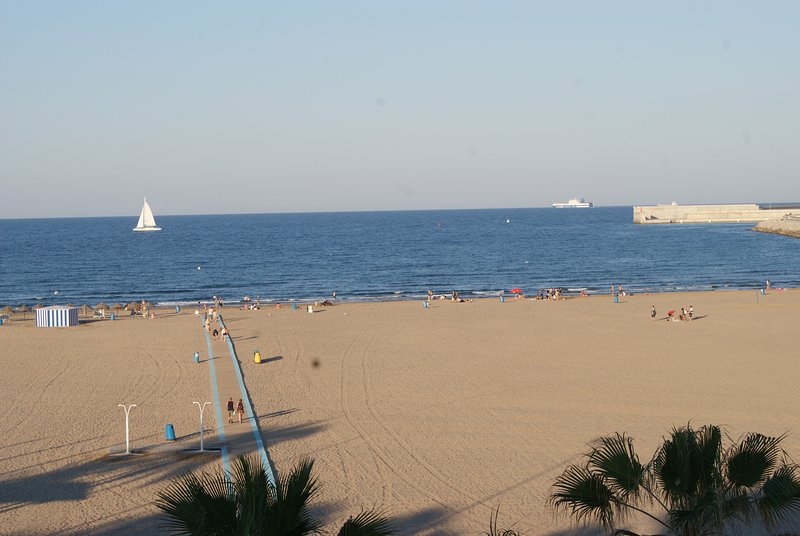 EXCLUSIVE APARTMENT IN BEACH OF VALENCIA, holiday rental in Montroy