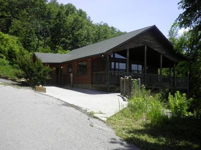 Misty Vista New Cabin Listed 3 master suites breathtaking Views!!!, holiday rental in Pigeon Forge