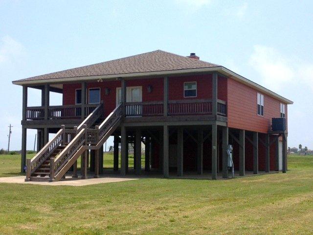 Building,Cottage,Dog House,Deck,Porch