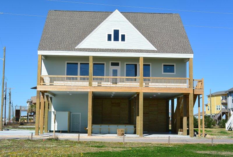 Building,House,Bench,Patio,Pergola