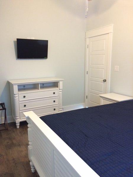 Furniture,Indoors,Room,Cabinet,Sideboard