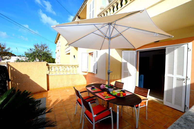 APARTMENT WITH TERRACES NEAR THE BEACH, holiday rental in Ca'n Picafort