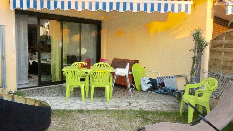 Bord de mer. Saint Raphaël T2 pour 3 ou 4 personnes, holiday rental in Saint-Raphael
