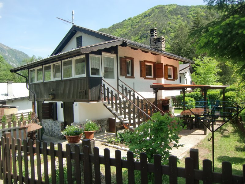 House Carla with fully enclosed private garden