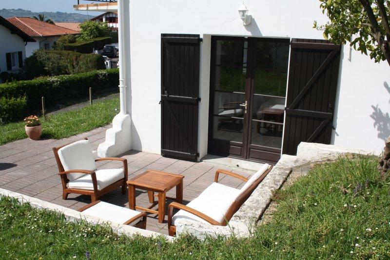 Appartement ensoleillé au calme à Hendaye. Meublé tourisme 3*, holiday rental in Hendaye