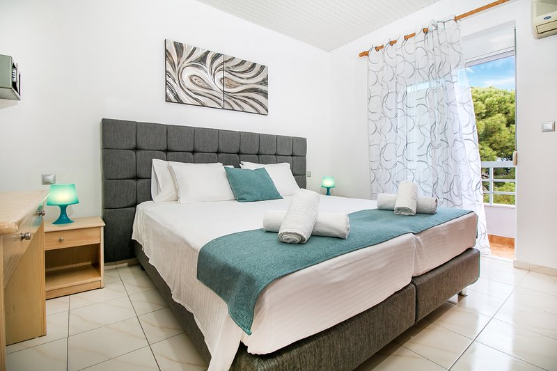 Platoni Elite Apartments, holiday rental in Ialyssos