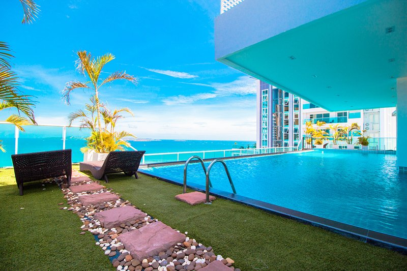 1 Bedroom Apartment The View Condominium  Cosy Beach Pratumnak, holiday rental in Pattaya