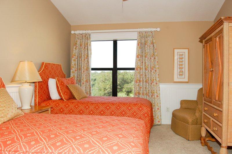 Habitación de invitados con dos camas individuales