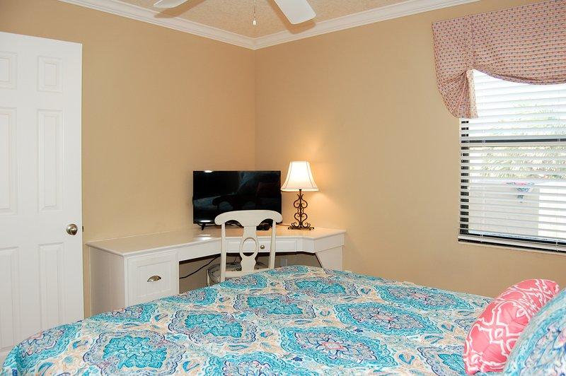 Dormitorio de invitados con cama Queen