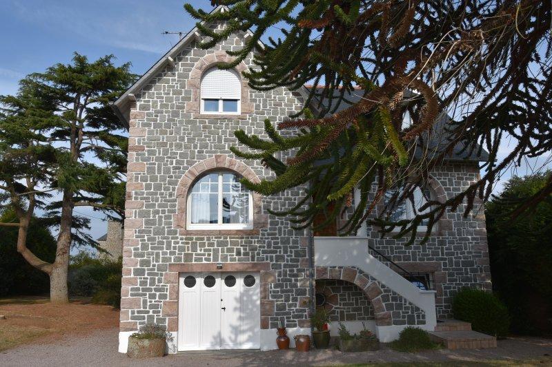 Superbe maison traditionnelle, casa vacanza a Hillion