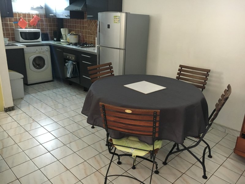 furnished studio St Gilles baths for up to 6 people 5 minutes, BEACH, lagoon restaurant trade health
