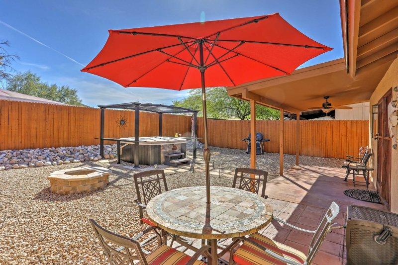 East Tucson House w/ Private Backyard & Fire Pit, location de vacances à Vail