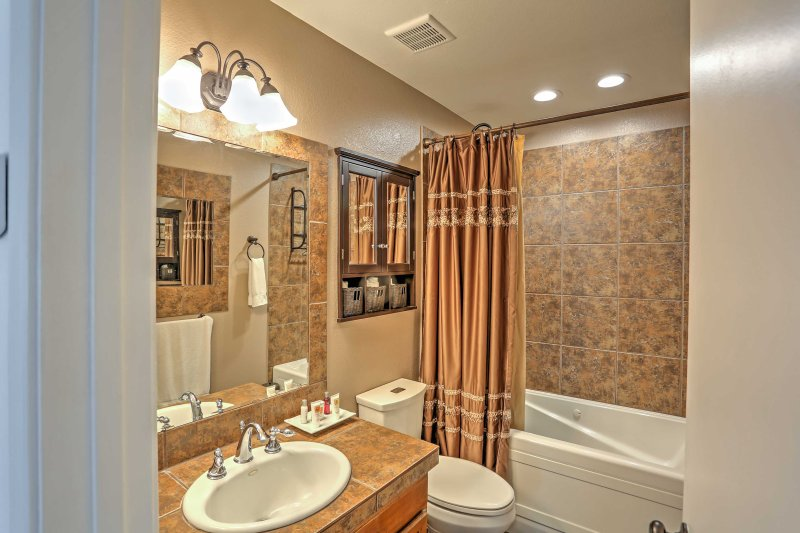 There is 1 pristine bathroom in this home.