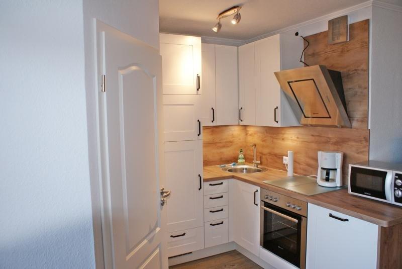 Moderne, cuisine ouverte, qui ne laisse rien à désirer.