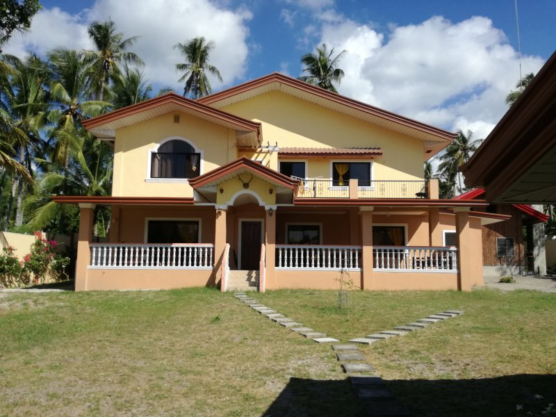 sheilas place dauin whole house 4 bed rooms ,terrace,kitchen,pool, holiday rental in Negros Island