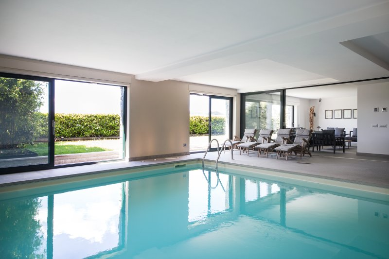 SUITE & POOL, holiday rental in Como