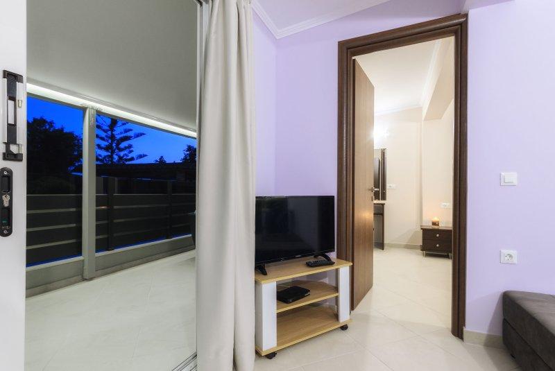 Beachfront Two-Bedroom Villa, holiday rental in Vasilikos