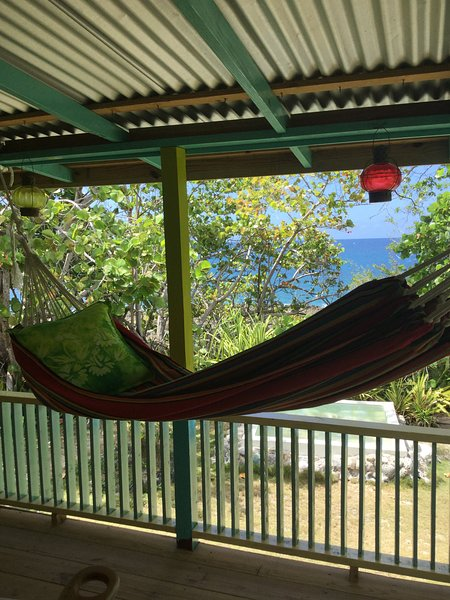 RUSTIC CARIBBEAN HIDEAWAY IN PRISTINE COVE, holiday rental in Westmoreland Parish