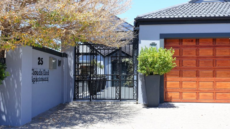 Two upmarket self-catering apartments with magnificent views ideal for Golfers, holiday rental in Somerset West