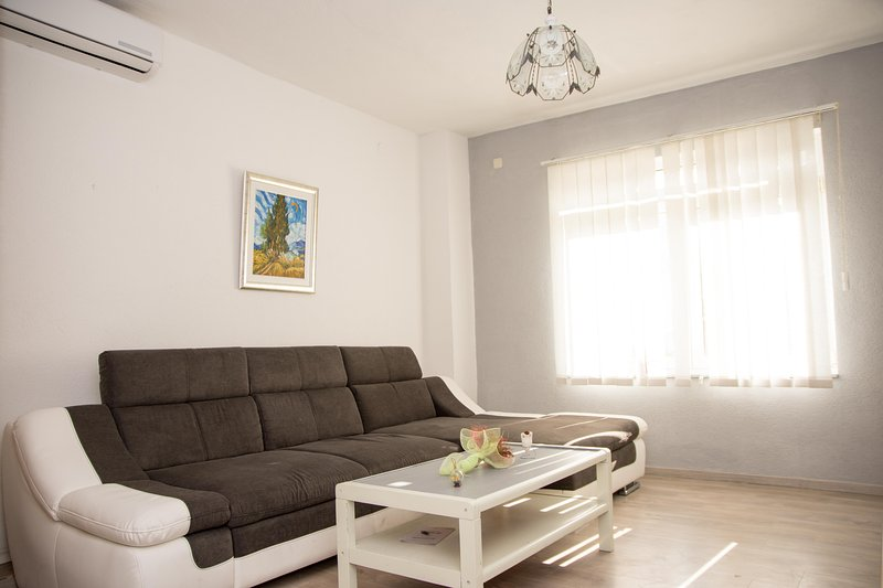 Apartment KASALO 1, aluguéis de temporada em Kastel Stari