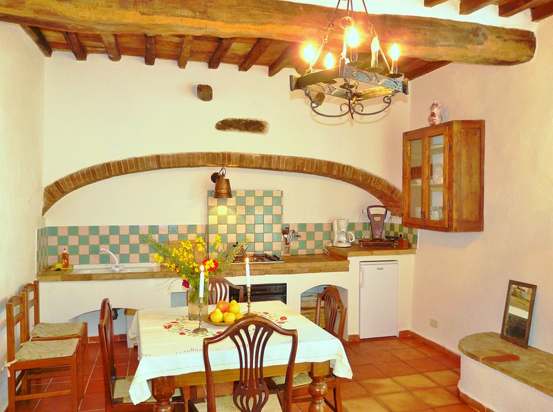 Spacious 2-bedroom, 2-bath apartment patio & pool, holiday rental in Isole