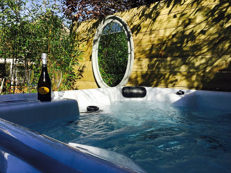 Thimblewynd. 'Best rentals in Scotland with Hot Tub' (THE SCOTSMAN Newspaper), location de vacances à Dunning