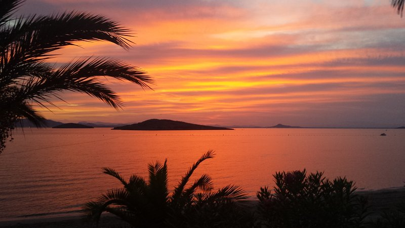 Bel cielo dopo il tramonto nel Mar Menor