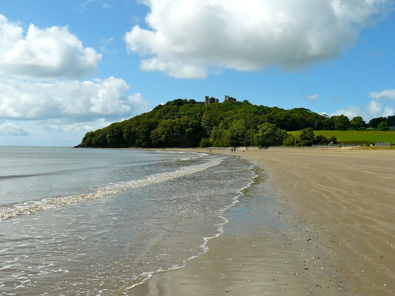 Innisfree House, Llansteffan: stunning 5 star beach house with balcony and pool, location de vacances à Ferryside