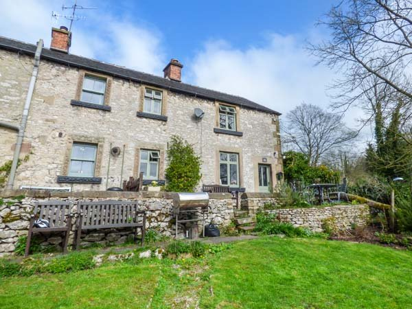 RIVER COTTAGE, pet friendly, character holiday cottage, with woodburning stove, vacation rental in Youlgreave