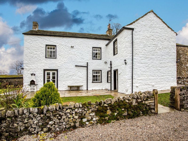 THE THACK, quality cottage, five bedrooms and bathrooms, hot tub, use of spa, holiday rental in Hellifield