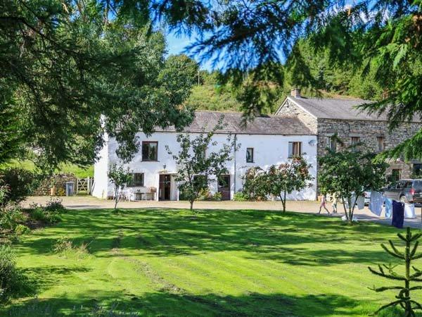 MOSS SIDE FARM COTTAGE, woodburner, hot tub, enclosed garden, pet-friendly, location de vacances à Duddon Valley
