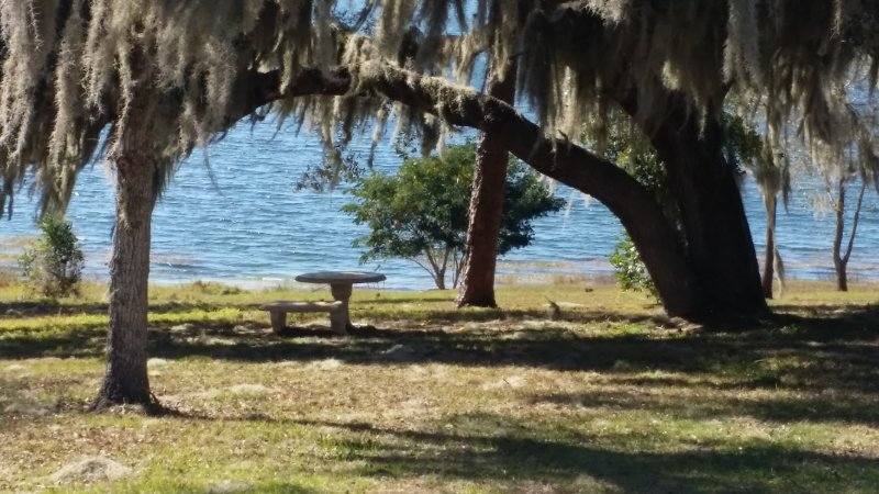 Lake Front Complex Motel & Villas Furnished 1 bedroom unit, holiday rental in Lake Wales