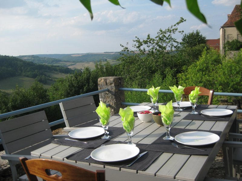 The terrace with spectacular views of the Caesar camps Alesia.