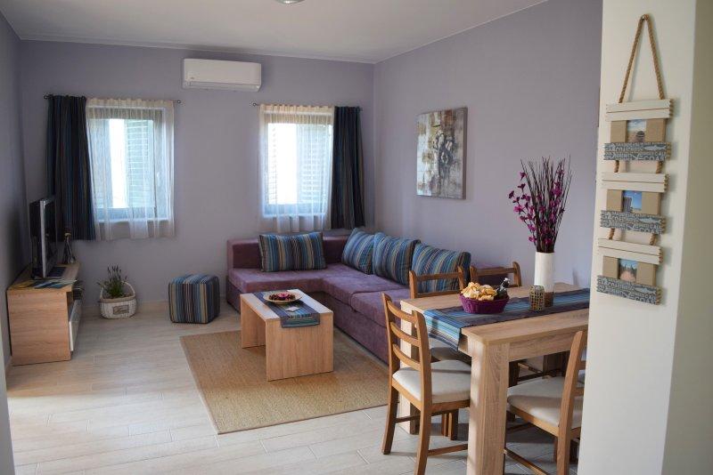 VILLA MIO MARE 2bedroom appartment with sea view and balcony 4****, casa vacanza a Cres
