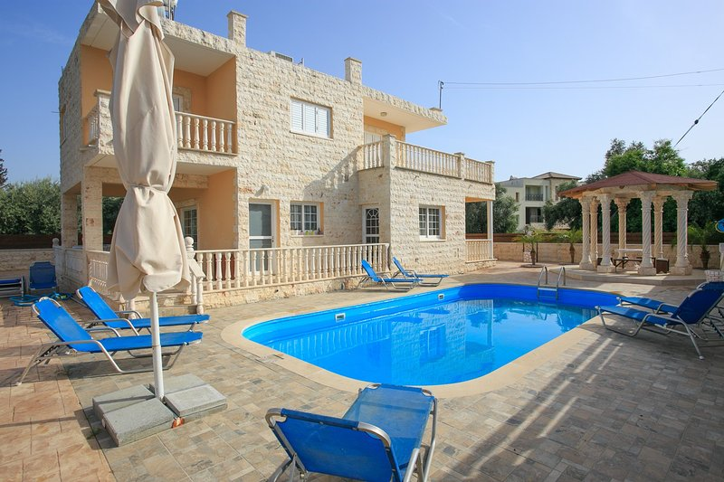 Beautiful Villa with Private Pool, Terrace and Garden