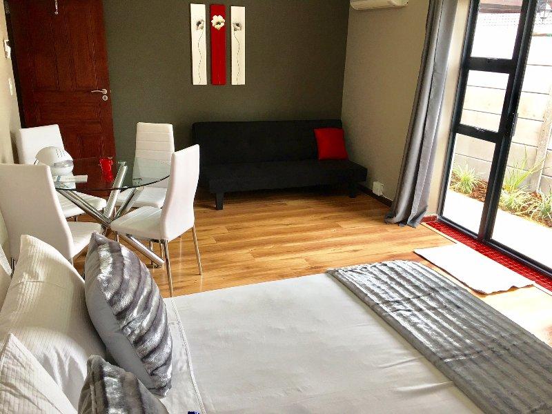Azura Sleep - Studio Apartment, holiday rental in Trawal