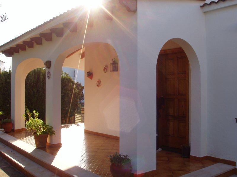 Alquiler de chalet independiente en Passatge Sud parcela 171 Cala Blanca Menorca, vacation rental in Ciutadella